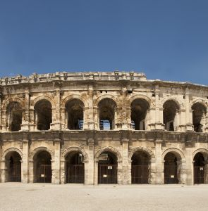 Arènes_de_Nîmes._Photo_Office_de_Tourisme_O.Maynard.jpg.mini.295x300